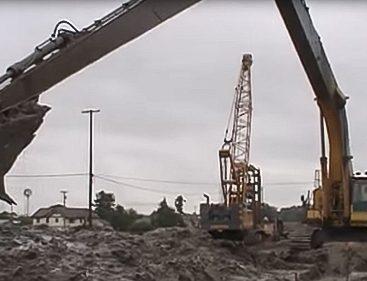Excavating-a-Soil-Bentonite-Slurry-Trench-Cutoff